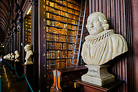 République d'Irlande, Dublin, Trinity College, Old Library (ancienne bibliothèque) // Republic of Ireland; Dublin, Library at Trinity College,  The Long Room, a beautiful, famous and historic old library in Ireland, bust of Usher