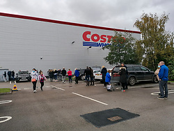 © Licensed to London News Pictures. 01/11/2020. Haydock, UK. Queues round the car park at Costco, Haydock as a second national lockdown is announced for Thursday [05/11/2020]. Photo credit: Kerry Elsworth/LNP