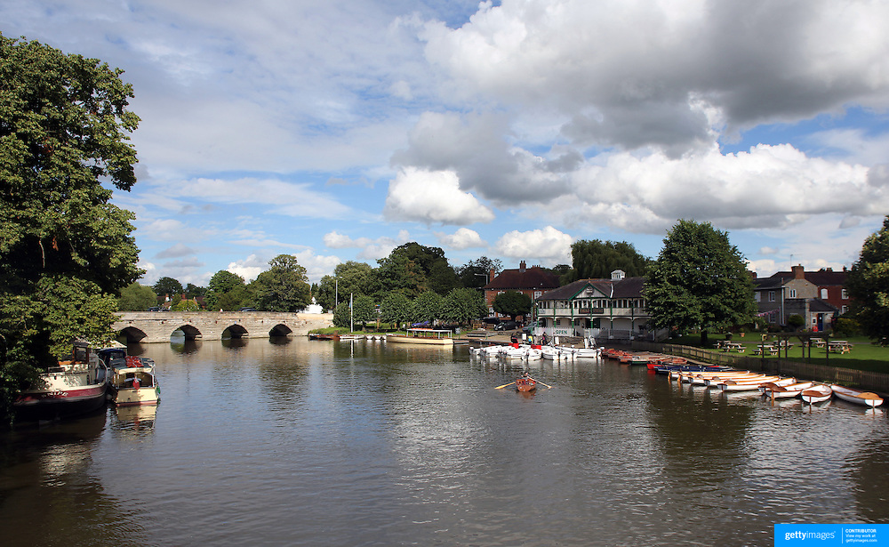 Rowers on the River Avon at Stratford-upon-Avon, a market town and civil parish in south Warwickshire, England. It lies on the River Avon. The town is a popular tourist destination owing to its status as birthplace of the playwright and poet William Shakespeare, receiving about 3 million visitors a year. The Royal Shakespeare Company resides in Stratford's Royal Shakespeare Theatre. Photo Tim Clayton