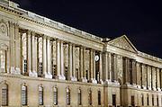 Frankrijk, Parijs, 28-3-2010Het Louvre bij avond. Exterieur.Foto: Flip Franssen/Hollandse Hoogte