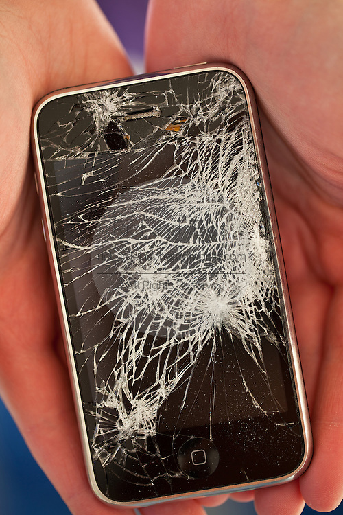 Screen of a broken iPhone 3gs