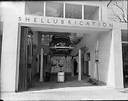 "20/07/1962<br /> 07/20/1962<br /> 20 July 1962<br /> Shell Service Station at Merrion Road, Dublin. Picture shows a view of Dorden's service station's ""Shellubrication"" work station."