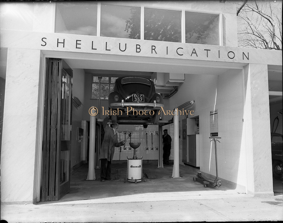 """20/07/1962<br /> 07/20/1962<br /> 20 July 1962<br /> Shell Service Station at Merrion Road, Dublin. Picture shows a view of Dorden's service station's """"Shellubrication"""" work station."""