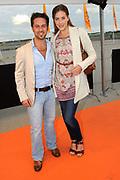 Premiere nieuwe cast Soldaat van Oranje<br /> Caption op het voormalige vliegveld Valkenburg in Katwijk. De musical blijft hier nog tot en met januari 2012 te zien in de TheaterHangaar. <br /> <br /> Op de foto:<br /> <br />  Christophe Haddad en partner Sanne De Regt