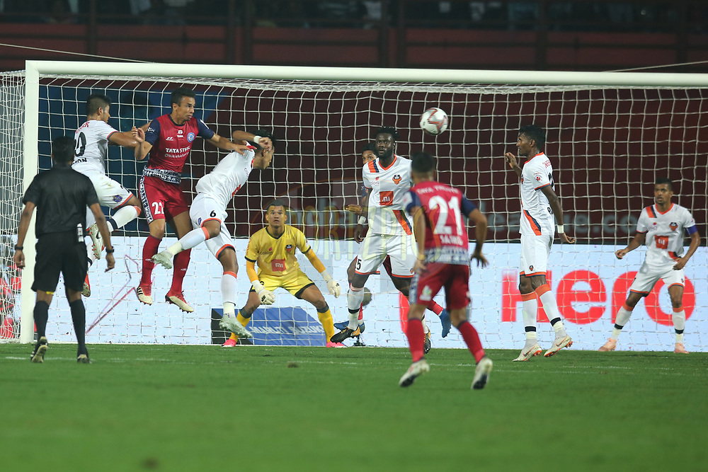 Players from both team during match 25 of the Hero Indian Super League 2018 ( ISL ) between Jamshedpur FC and FC Goa held at JRD Tata Sports Complex, Jamshedpur, India on the 1st November  2018<br /> <br /> Photo by: Deepak Malik /SPORTZPICS for ISL