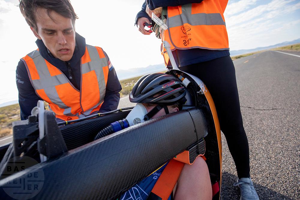 De Velox tijdens de ochtendruns op de vierde racedag. Het Human Power Team Delft en Amsterdam, dat bestaat uit studenten van de TU Delft en de VU Amsterdam, is in Amerika om tijdens de World Human Powered Speed Challenge in Nevada een poging te doen het wereldrecord snelfietsen voor vrouwen te verbreken met de VeloX 9, een gestroomlijnde ligfiets. Op 10 september 2019 verbreekt het team met Rosa Bas het record met 122,12 km/u. De Canadees Todd Reichert is de snelste man met 144,17 km/h sinds 2016.<br /> <br /> With the VeloX 9, a special recumbent bike, the Human Power Team Delft and Amsterdam, consisting of students of the TU Delft and the VU Amsterdam, wants to set a new woman's world record cycling in September at the World Human Powered Speed Challenge in Nevada. On 10 September 2019 the team with Rosa Bas a new world record with 122,12 km/u.  The fastest man is Todd Reichert with 144,17 km/h.