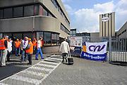 Nederland, Nijmegen, 8-6-2009Staking bij de Honig-fabriek. Werknemers en vakbonden eisen loonsverhoging. 3 maanden later kondigt moederbedrijf Heinz aan de vestiging te zullen sluiten.Foto: Flip Franssen/Hollandse Hoogte