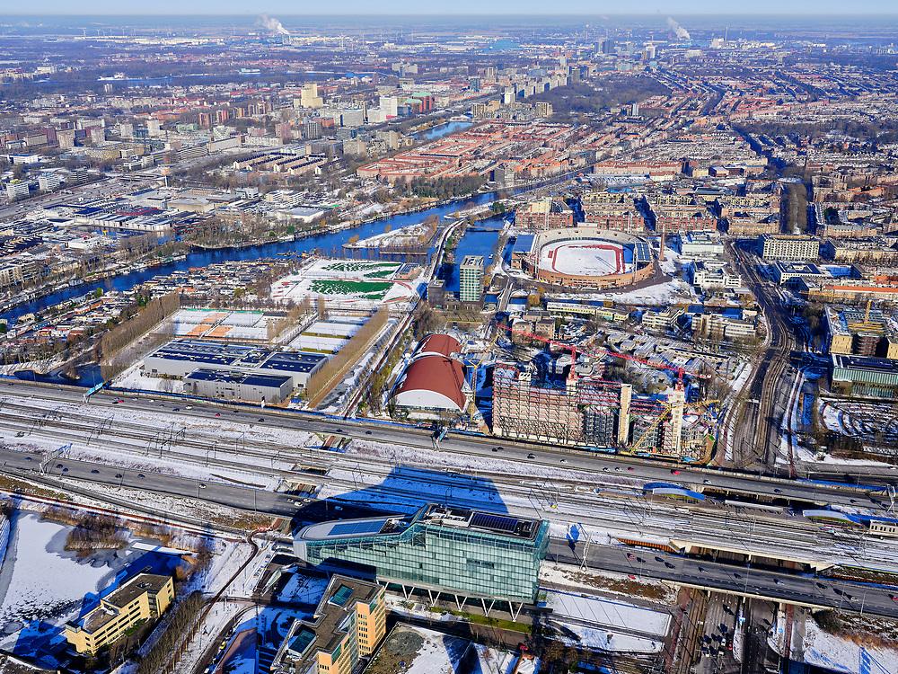 Nederland, Noord-Holland, Amsterdam-Zuid, 13-02-2021; Zuidas, de financiële wijk van Amsterdam. Voormalig hoofdkantoor ING (de Poenschoen), nu IMC Trading B.V. en Lexence advocaten & notarissen. Amstelveenseweg met Sporthallen Zuid en Olympisch stadion.<br /> Zuid-as, the financial district of Amsterdam.<br /> luchtfoto (toeslag op standaard tarieven);<br /> aerial photo (additional fee required)<br /> copyright © 2021 foto/photo Siebe Swart