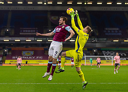 BURNLEY, ENGLAND - Tuesday, December 29, 2020: Burnley's Chris Wood (L) and Sheffield United's goalkeeper Aaron Ramsdale during the FA Premier League match between Burnley FC and Sheffield United FC at Turf Moor. Burnley won 1-0. (Pic by David Rawcliffe/Propaganda)