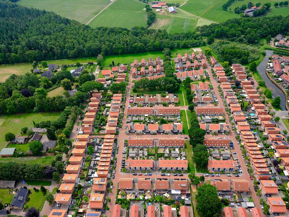 Nederland, Overijssel, Gemeente Almelo; 21–06-2020;  Almelo, de wijk Winmolenbroek, buurt Het Nijrees, Vinex-buurt (officieelBuitenplaats het Nijrees).<br /> Almelo, the Winmolenbroek district, Nijrees neighborhood, Vinex neighborhood.<br /> <br /> luchtfoto (toeslag op standaard tarieven);<br /> aerial photo (additional fee required)<br /> copyright © 2020 foto/photo Siebe Swart