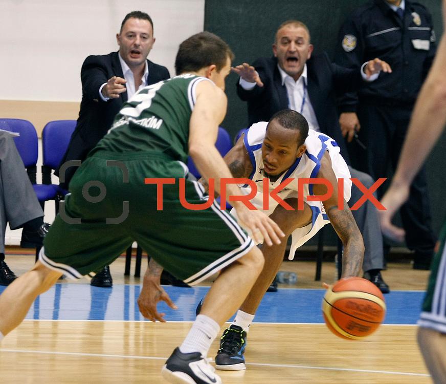 Anadolu Efes's Terence KINSEY (R) during their Turkey Cup Qualifying basketball third match Anadolu Efes between Aliaga Petkim at Aliaga Arena in Izmir, Turkey, Tuesday, October 11, 2011. Photo by TURKPIX