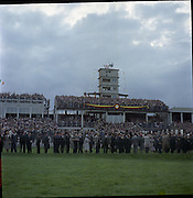 30/06/1962 <br /> 06/30/1962<br /> 30 June 1962<br /> Irish Sweeps Derby at the Curragh Racecourse, Co. Kildare. View of some of the crowd at the races.
