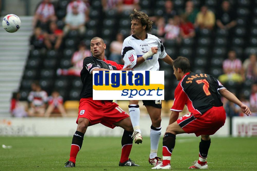 Photo: Rich Eaton.<br /> <br /> Derby County v Southampton. Coca Cola Championship.<br /> <br /> 06/08/2006. Derbys Inigo Idiakez (centre) clears the ball from midfield