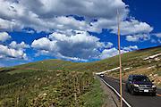 USA, Colorado, Rocky Mountain National Park, cars traveling along Trail Ridge Road.