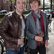 """NLD/Amsterdam/20100421 -  Presentatie Bastiaan van Schaik boek """"Koken met Modellen"""", kok Matthijs Vrieze en partner Niels"""