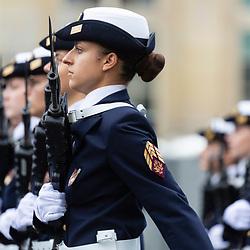 """Célébration du 14 juillet, fête nationale française, défilé militaire intitulé en 2021 """"Gagner l'avenir"""" mettant en lumière la volonté des Français de surpasser les difficultés liées à la crise sanitaire ainsi que le rôle d'anticipation des armées qui, grâce à la haute technologie, sont capables de prévenir les crises et d'imaginer les combats du futur.<br /> L'année 2021 est aussi celle de la première participation au défilé parisien de l'école militaire des aspirants de Coëtquidan (EMAC), de l'École nationale supérieure de techniques avancées de Brest (ENSTA Bretagne) et des forces de police municipale représentées par la PM de Nice. Préparatifs et défilé militaire sur les Champs Elysées devant le président de la République.<br /> Juillet 2021/ Paris (75) / FRANCE Voir le reportage complet (130 photos) https://sandrachenugodefroy.photoshelter.com/gallery/2021-07-Defile-du-14-juillet-2021-Complet/G0000MptDQJGDgOQ/1/C0000yuz5WpdBLSQ"""