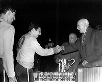 Fotball<br /> England<br /> Foto: Colorsport/Digitalsport<br /> NORWAY ONLY<br /> <br /> Chelsea historikk<br /> Terry Venables - Chelsea. Collects the trophy for Chelsea, Leicester City v Chelsea, League Cup Final 1964/65.
