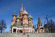 Moskou is de hoofdstad en met afstand de grootste stad van Rusland, voorheen van de Sovjet-Unie./// Moscow is the capital and by far the largest city of Russia, formerly the Soviet Union.<br /> <br /> Op de foto / On the photo:  De Pokrovkathedraal gezien vanaf het Rode Plein / The Saint Basil's Cathedral seen from Red Square