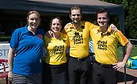 HUIZEN - Laura Samwel (BG), Lisette Feuth, Xander Damen en Joep Everaers, bij de eerste play off wedstrijd voor promotie naar de hoofdklasse , Huizen-Nijmegen (3-2) COPYRIGHT KOEN SUYK