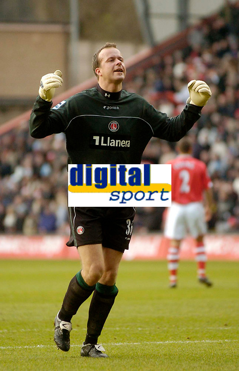 Photo: Glyn Thomas.<br />Charlton Athletic v Arsenal. The Barclays Premiership.<br />26/12/2005.<br />Goalkeeper Thomas Myhre makes his debut for Charlton.
