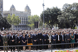 © Licensed to London News Pictures. 18/08/2017. Barcelona, Spain. KING Felipe VI of Spain joins other officials and members of the public at a commemoration held at Las Ramblas in Barcelona for those who lost their life in yesterday's terror attack in Barcelona. 13 people were killed and dozens injured after van crashes into crowds. Photo credit: Victor Serri/LNP