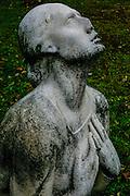 Kerepesi Cemetery (Fiumei uti nemzeti sirkert), Budapest, Hungary Grieving woman statue