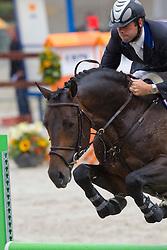 Keunen Pieter (NED) - Chapeau<br /> KWPN Paardendagen 2011 - Ermelo 2011<br /> © Dirk Caremans