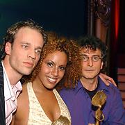 Finale Nationaal Songfestival 2005, Robert D. Fisher, winnaar Glennis Grace met tekstschrijvers, Bruce Smith
