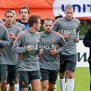 NLD/Katwijk/20110808 - Training Nederlands Elftal voor duel Engeland - Nederland, Dirk Kuyt, Klaas Jan Huntelaar, Nigel de Jong, Rafael van der Vaart, Wesley Sneijder, Hedwiges Maduro