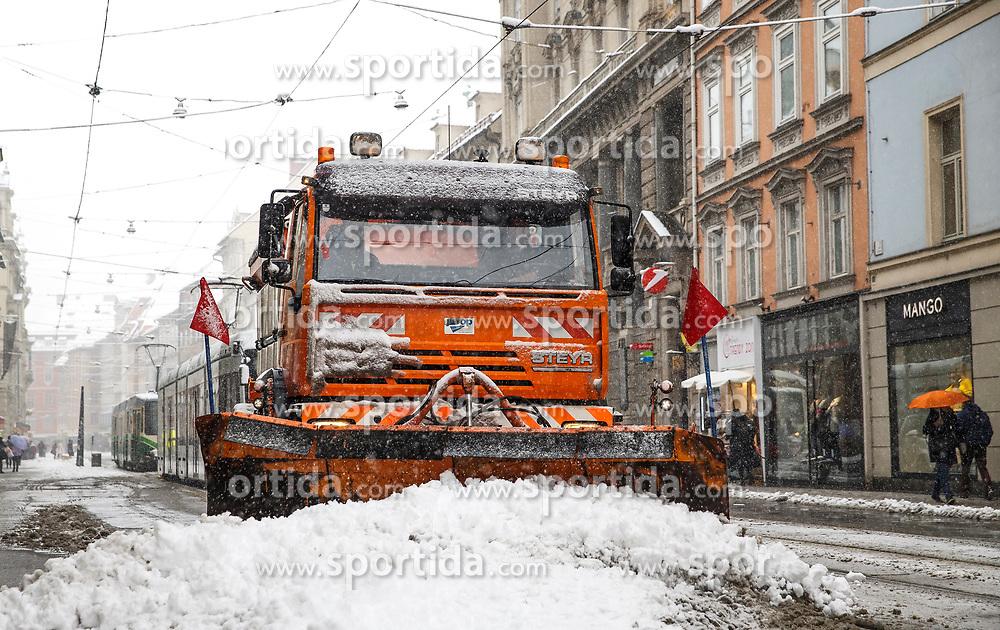 07.02.2018, Innenstadt, Graz, AUT, Schnee in Graz, im Bild Schneeräumung in der Herrengasse am 7. Februar 2018, EXPA Pictures © 2018, PhotoCredit: EXPA/ Erwin Scheriau