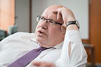 11 APR 2019, BERLIN/GERMANY:<br /> Peter Altmaier, CDU, Bundesminister fuer Wirtschaft und Energie, waehrend einem Interview, in seinem Buero, Bundesministerium fuer Wirtschaft und Energie<br /> IMAGE: 20190411-01-012<br /> KEYWORDS: Büro