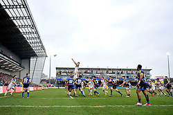 Tom Ellis of Bath Rugby rises high to win lineout ball - Mandatory byline: Patrick Khachfe/JMP - 07966 386802 - 13/02/2016 - RUGBY UNION - Sixways Stadium - Worcester, England - Worcester Warriors v Bath Rugby - Aviva Premiership.