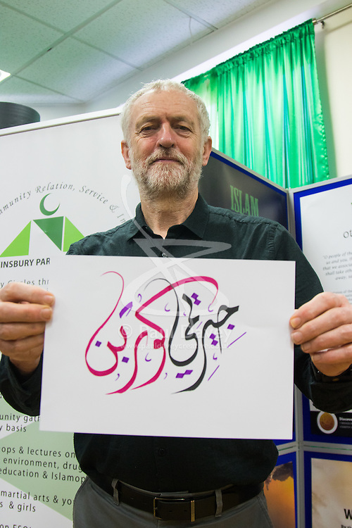 "Finsbury Park Mosque, London, February 7th 2016. Arabic calligraphy spells out Jeremy Corbyn's name during a visit to Finsbury Park Mosque in his capacity as local MP, as part of a Visit My Mosque initiative by the Muslim Council of Britain to show non-Muslims ""how Muslims connect to God, connect to communities and to neighbours around them"".<br /> . ///FOR LICENCING CONTACT: paul@pauldaveycreative.co.uk TEL:+44 (0) 7966 016 296 or +44 (0) 20 8969 6875. ©2015 Paul R Davey. All rights reserved."