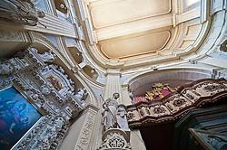 Lecce - Chiesa di San Matteo. Indirizzo: Via Federico D'Aragona - Lecce..Si tratta di una chiesa barocca del centro storico di Lecce. Fu costruita nella seconda metà del XVII secolo, sui disegni di Giovann'Andrea Larducci di Salò. Sostituì un'antica cappella quattrocentesca dedicata all'apostolo Matteo, cui era annesso un convento di Francescane. La posa della prima pietra avvenne nel 1667, ad opera del vescovo leccese Luigi Pappacoda, e fu ultimata nel 1700. Dal 30 aprile 1810 è sede della parrocchia di Santa Maria della Luce, eretta il 16 marzo 1606 in una chiesa omonima fuori le mura e qui trasferita dopo la soppressione del monastero delle Francescane..