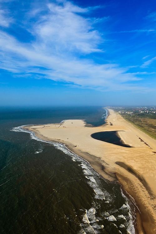 Nederland, Zuid-Holland, Gemeente Westland, 23-05-2011; Delflandse Kust ter hoogte van Ter Heijde en Monster, Scheveningen en Den Haag aan de horizon..Zandmotor, aanleg van kunstmatig schiereiland door het opspuiten van zand voor de kust. Wind, golven en stroming zullen het zand langs de kust verspreiden waardoor breder stranden en duinen ontstaan. De zandmotor is een experiment in het kader van kustonderhoud en kustverdediging. In de achtergrond de kassen van het Westland..Sand Engine, construction of artificial peninsula by the raising of sand for the coast of Ter Heijde (near the Hague, at the horizon). Wind, waves and currents will distribute the sand along the coast yielding wider beaches and dunes along the coastline. The Sand Engine is a experiment for coastal maintenance of coastal defense. In the background the Westland greenhouses..luchtfoto (toeslag); aerial photo (additional fee required).foto Siebe Swart / photo Siebe Swart