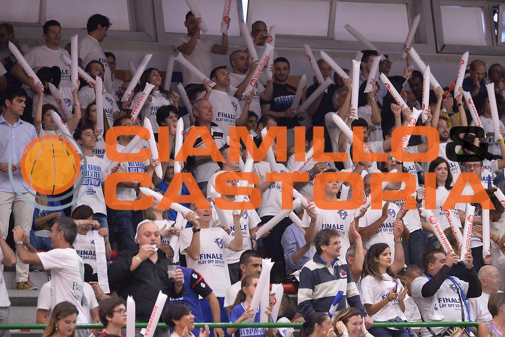 DESCRIZIONE : Sassari Lega A 2014-15 Dinamo Banco di Sardegna Sassari - Grissin Bon Reggio Emilia  Finale playoff  gara 4<br /> GIOCATORE : Tifosi Banco di Sardegna Sassari<br /> CATEGORIA :  Low Tifosi<br /> SQUADRA : Banco di Sardegna Sassari<br /> EVENTO : LegaBasket Serie A Beko 2014/2015<br /> GARA : Dinamo Banco di Sardegna Sassari - Grissin Bon Reggio Emilia Finale playoff gara 4<br /> DATA : 20/06/2015 <br /> SPORT : Pallacanestro <br /> AUTORE : Agenzia Ciamillo-Castoria /Richard Morgano<br /> Galleria : Lega Basket A 2014-2015 Fotonotizia : Sassari Lega A 2014-15 Dinamo Banco di Sardegna Sassari - Grissin Bon Reggio Emilia playoff Semifinale gara 4<br /> Predefinita :