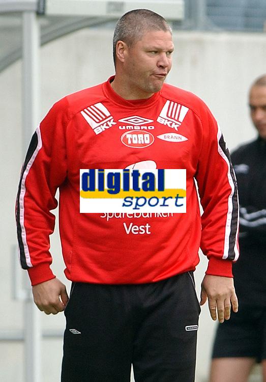 Fotball tippeligaen 23.07.05 Molde Brann<br /> Mons Ivar Mjelde var ikke fornøyd med Branns innsats mot Molde<br /> Foto: Carl-Erik Eriksson, Digitalsport