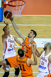 24-11-2017 NED: WC qualification Netherlands - Croatia, Almere<br /> First Round - Group D at the arena Topsportcentrum / Thomas Van Der Mars #12 of Netherlands, Luka Bozic #29 of Croatia