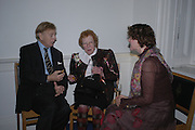 David Evers, Ann Barr and Marguerita Evers. Annabel Freyberg and Andrew Barrow drinks party. The Royal Geographical Society. 5 January 2006. ONE TIME USE ONLY - DO NOT ARCHIVE  © Copyright Photograph by Dafydd Jones 66 Stockwell Park Rd. London SW9 0DA Tel 020 7733 0108 www.dafjones.com