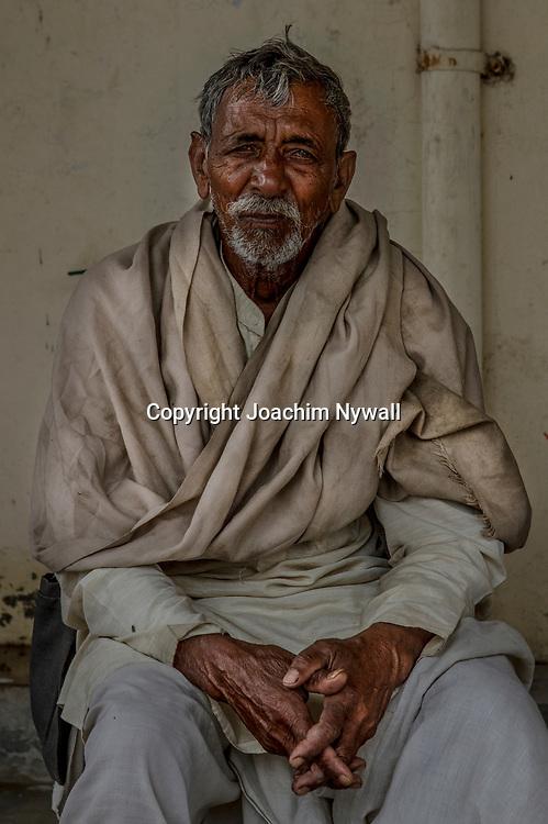 Vrindavan 2017 03 10 Indien<br /> Holi hinduernas vårfest eller färgfest firas i Bankey Bihari Mandir i Vrindavan<br /> Gammal man<br /> <br /> <br /> ----<br /> FOTO : JOACHIM NYWALL KOD 0708840825_1<br /> COPYRIGHT JOACHIM NYWALL<br /> <br /> ***BETALBILD***<br /> Redovisas till <br /> NYWALL MEDIA AB<br /> Strandgatan 30<br /> 461 31 Trollhättan<br /> Prislista enl BLF , om inget annat avtalas.