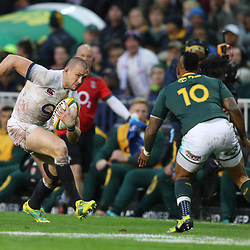 Elton Jantjies of South Africa looks to tackle Mike Brown of England during the 2018 Castle Lager Incoming Series 3rd Test match between South Africa and England at Newlands Rugby Stadium,Cape Town,South Africa. 23,06,2018 Photo by (Steve Haag JMP)