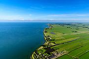 Nederland, Noord-Holland, Gemeente Edam-Volendam, 13-06-2017; Warder en Polder Zeevang met Zeevangse Zeedijk, IJsselmeerdijk ten noorden van Edam.<br /> De dijk staat op de nominatie om verstrekt te worden, bewoners en actievoerders vrezen aantasting van de monumentale dijk en verlies culturele waarden.<br /> Village Warder and Zeevangse Zeedijk (seawall) north of Edam.<br /> The dike is nominated to be reinforced, residents and activists fear losing the monumental quality of the dike and losing other cultural values.<br /> <br /> luchtfoto (toeslag op standaard tarieven);<br /> aerial photo (additional fee required);<br /> copyright foto/photo Siebe Swart