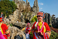 Chine, Yunnan, Foret de pierre de Shilin a Lunan, touriste habillé en costume local // Limestone pinnacles in Shilin, Stone Forest, at Lunan, Yunnan, China, turist wearing local dress