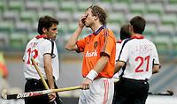 WK Hockey (mannen). Nederland-Spanje 1-1. Teun de Nooijer slaat een hand voor zijn gezicht nadat hij een  opgelegde kans heeft gemist.