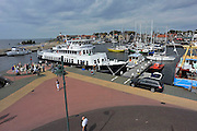 Nederland, Urk, 25-8-2011Zicht op de haven van dit voormalig eiland. De veerboot, pendelboot tussen Enkhuizen en Urk ligt aangmeerd. Passantenhaven, plezierboten, recreatiehaven,watersport,jachthaven.Foto: Flip Franssen/Hollandse Hoogte