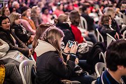 Público faz fotografia uma das conversas na Jornada de Literatura de Passo Fundo. FOTO: Jefferson Bernardes/Preview.com