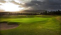 GLENEAGLES SCHOTLAND - Hole 16 van PGA Centenary Course  van Gleneagles. . Er zijn drie bannen van Gleneagles. De Queen's Corse, King's  Corse en de belangrijkste is de PGA Centenary Course. Op de PGA course wordt in 2014 de Ryder Cup gespeeld. Het Gleneagles Hotel heeft 5 sterren en het restaurant van Andrew Fairlie met 2 Michelin sterren. FOTO KOEN SUYK