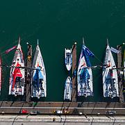 © Maria Muina I MAPFRE. MAPFRE ready on the dock in Lisbon to start the prologe race. MAPFRE en el pantalán de Lisboa listo para comenzar la etapa prólogo.