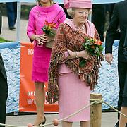 NLD/Makkum/20080430 - Koninginnedag 2008 Makkum, koninging Beatrix en prinses Maxima