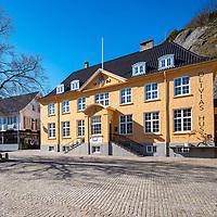 Den gamle Postgården i Mandal fra arkitekt Johan Keyser Frølich bygget 1923.